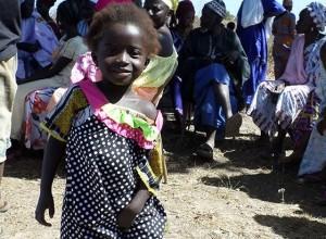 idosa-100-anos-costura-vestido-dia-criancas-carentes-africa