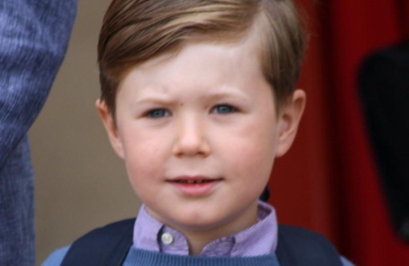 Príncipe da Dinamarca de 6 anos começa a estudar em escola pública